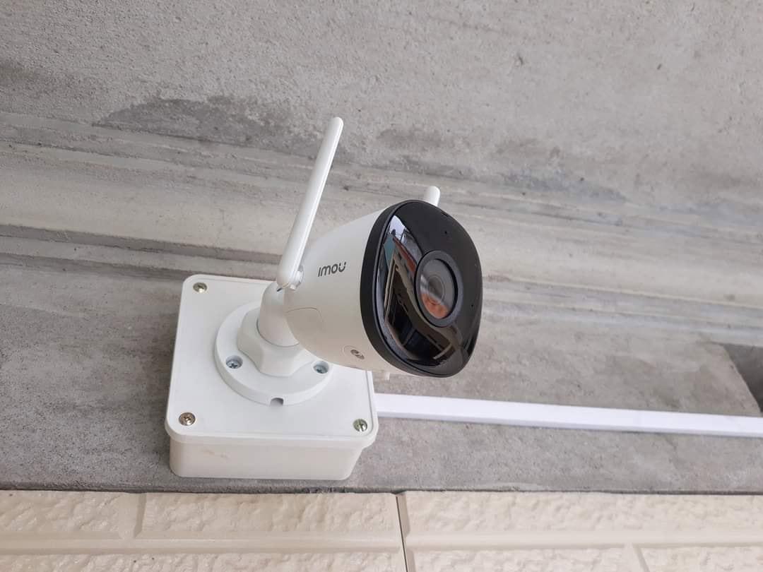 Hình ảnh lắp đặt camera Imou F22p cho khách hàng